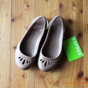 コストコはアパレルも充実!特におすすめは靴!CROCS THEAフラットレディースを購入してみた~