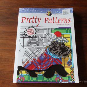 コストコブックコーナーで買える「Pretty Patterns COLORING BOOK」は、大人でも楽しめる、難易度高めの塗り絵本!