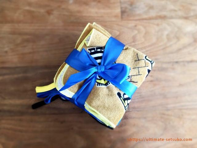 ミニオンズのループ付きタオルはプレゼントにも最適