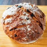 色々食べたけどコストコの中で1,2を争うウマさのパン決定!「レーズンフィグウォールナッツブレッド」は自然の甘みと味わい深さがあってかなりオススメ。