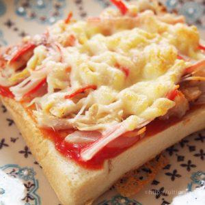 ロティサリーチキンの簡単ピザトーストのアレンジ♪
